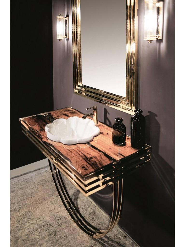 Bagno di lusso in stile art déco, finiture in oro, lavabo in porcellana